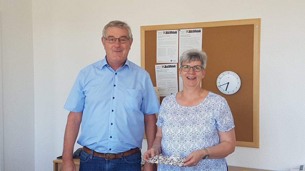 Michael Maatz gratuliert Beate Gerling