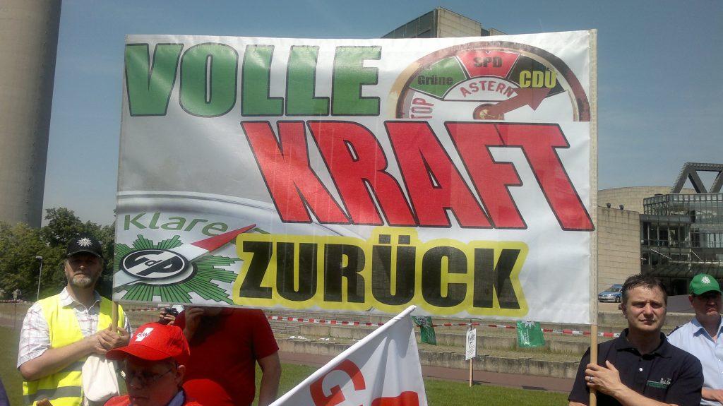 """Demonstrationsplakat bei einer Demo """"Volle Kraft zurück"""""""